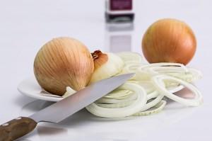 onion 647525 1280 300x199 10 domowych sposobów na powstrzymanie wypadania włosów